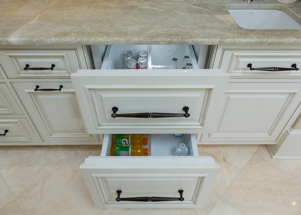 Highpoint Side Bar with Appliance Panels