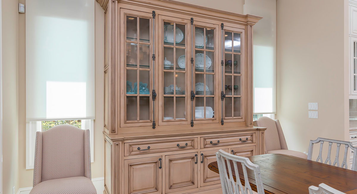 Tan Custom China Cabinet Mullion Frame Doors with Glass Inserts
