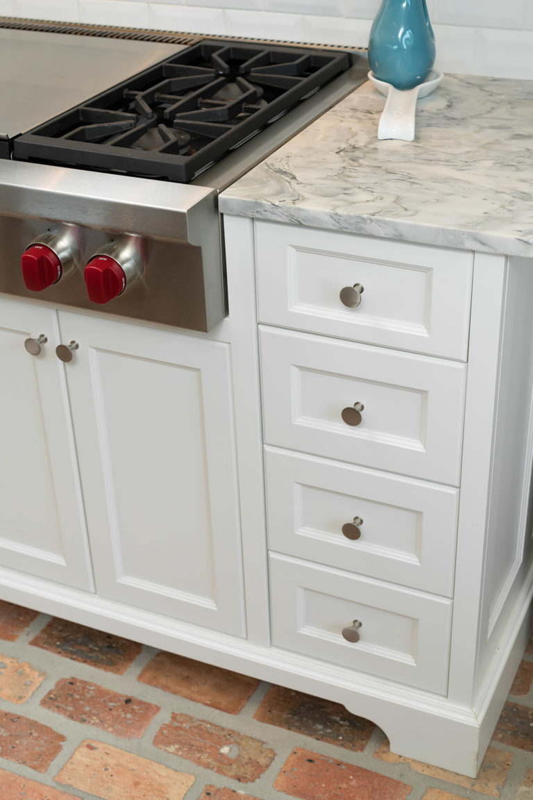 Bayfront Kitchen hardware on recessed panel drawer and door fronts.
