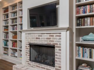 White Living room bookshelves with adjustable shelving